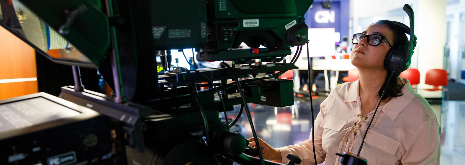 A student producer works the camera equipment in Cronkite News.